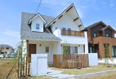 三角屋根とゲーブルドーマの家